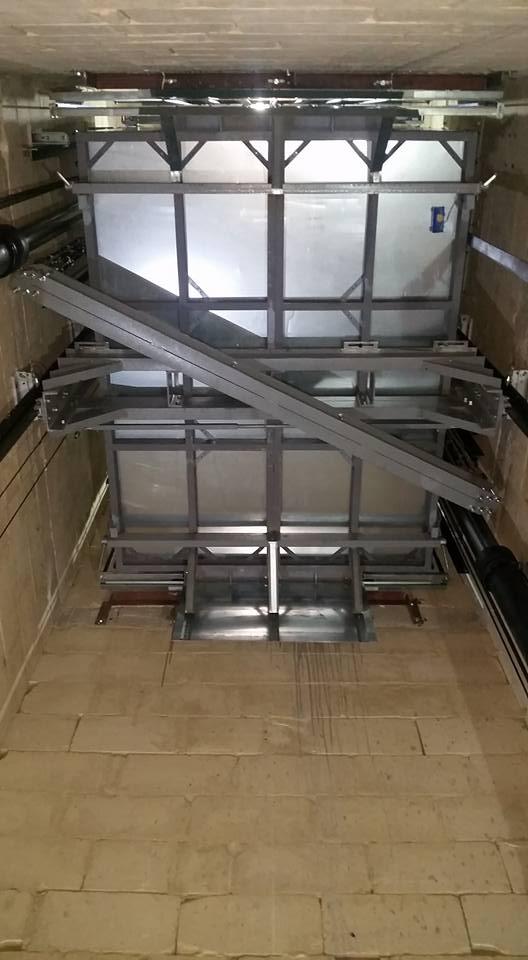 2000Kgs Cargo Lift 1